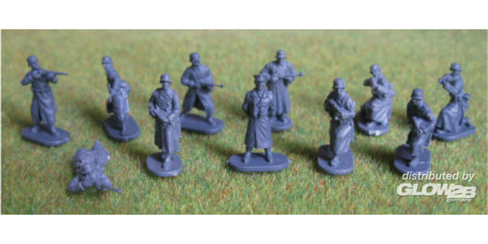 Caesar Miniatures H069 WWII German Army with Field Greatcoat in 1:72