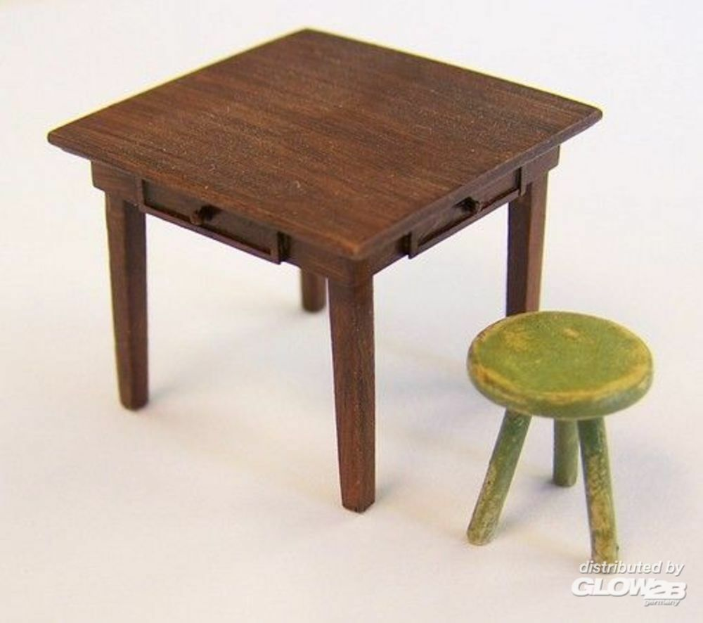 Plus model EL048 Table and seat in 1:35