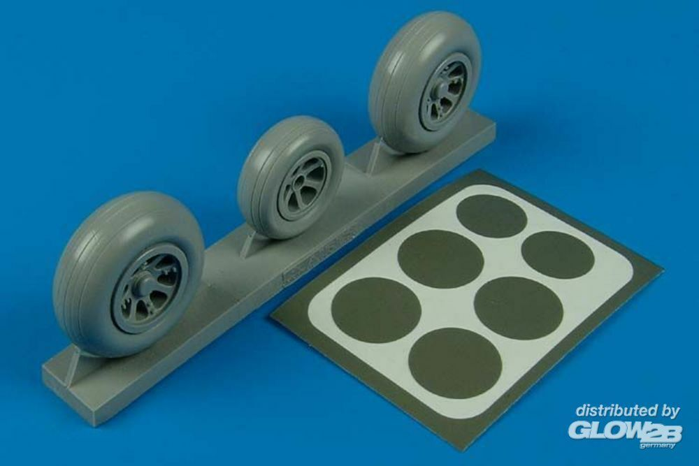Aires 2105 P-38 Lightning wheels & paint masks in 1:32