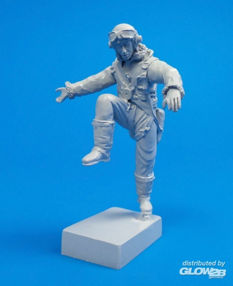 CMK 129-F32317 British Tempest Pilot,climbing out of cockpit,for Special Hobby kit in 1:32